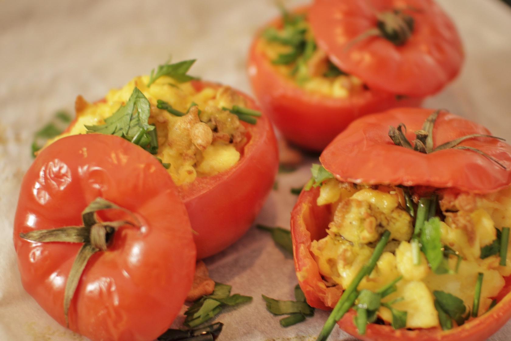 Gefüllte Tomaten mit Rührei
