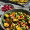 Gerösteter Rosenkohl mit Granatapfel, Apfelstückchen und Chili-Limettensauce